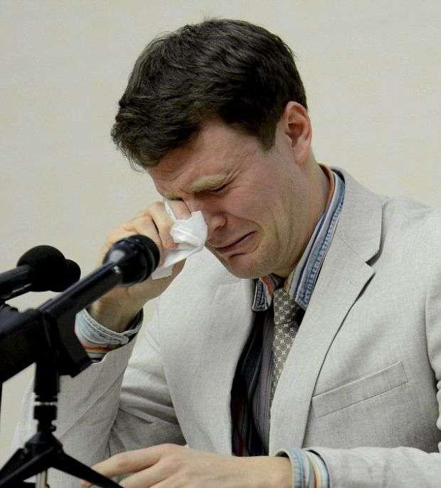 У КНДР американського студента, який зірвав агітаційний плакат, засудили до 15 років вязниці (7 фото)