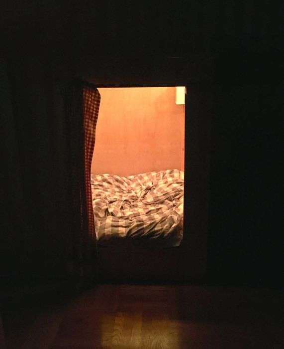 Американець облаштував додаткове спальне місце всередині комода (9 фото)