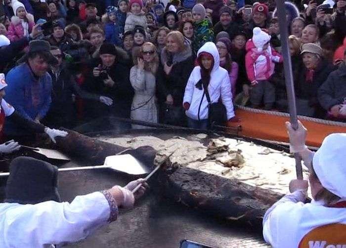 У Москві спроба спекти найбільший у світі млинець закінчилася невдачею (5 фото + відео)