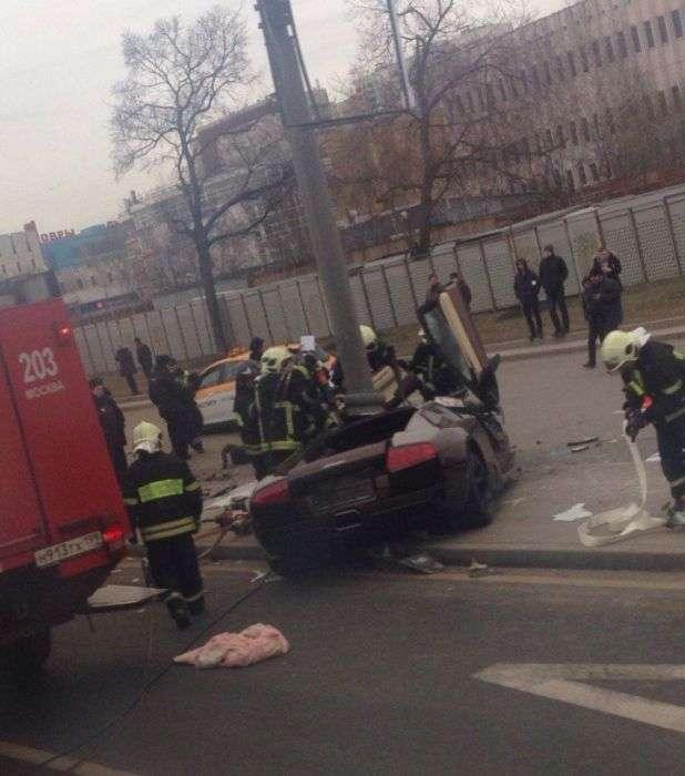 Lamborghini бійця ММА Адама Яндиева врізався в стовп в Москві (7 фото)