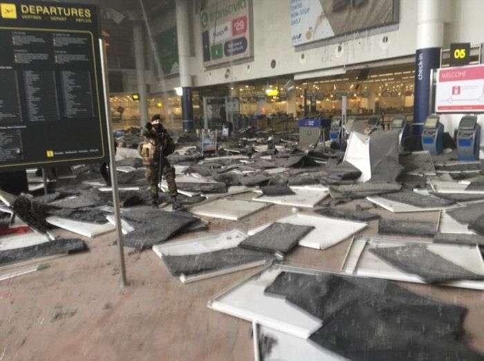 В аеропорту Брюсселя прогриміло два потужні вибухи (12 фото + відео)