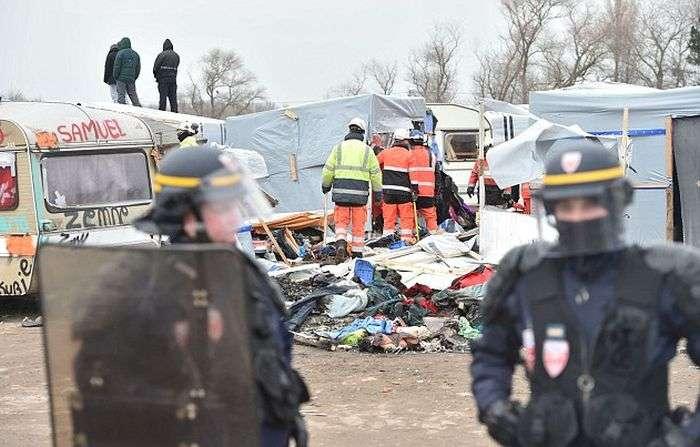 В Кале відбулися зіткнення між мігрантами і поліцією (11 фото)