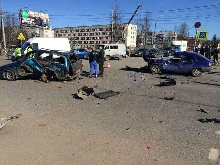У Кіровську пяний водій Renault Duster влаштував серйозне ДТП (5 фото + відео)