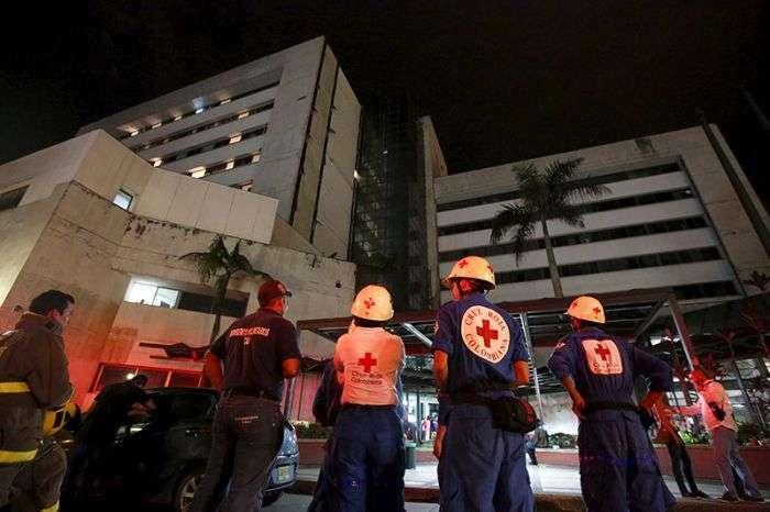 Страшні наслідки сильного землетрусу в Еквадорі (25 фото)