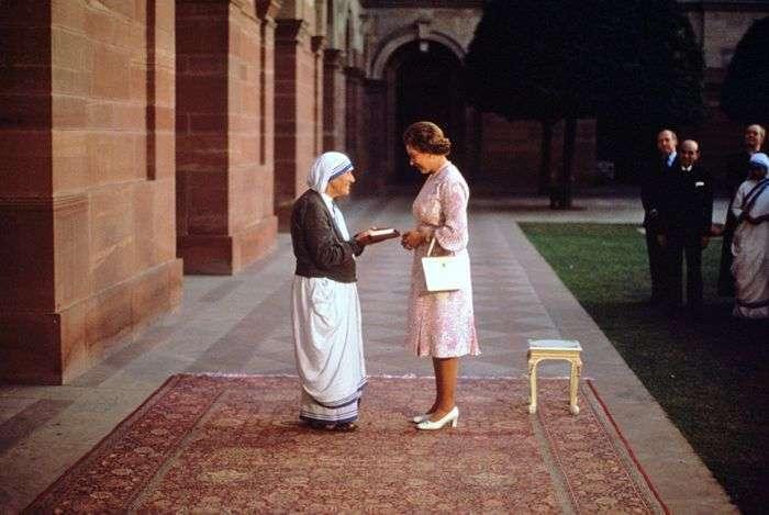 Кого зі своїх знаменитих сучасників пережила королева Єлизавета II (10 фото)