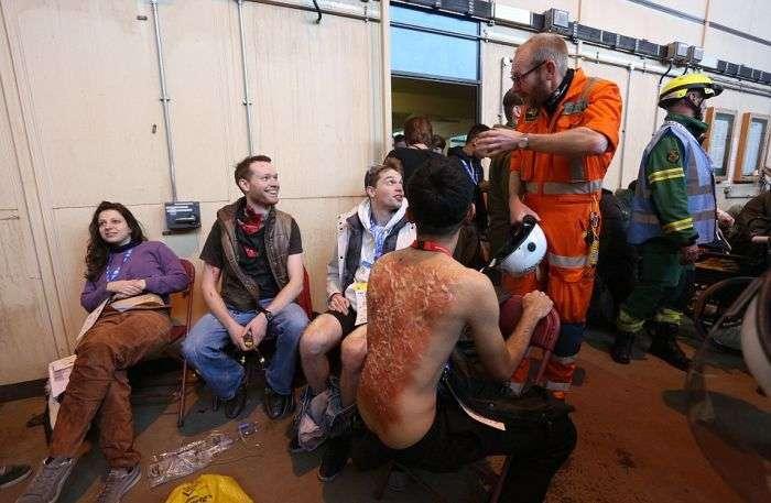Реалістичні навчання служб екстреної допомоги (10 фото)