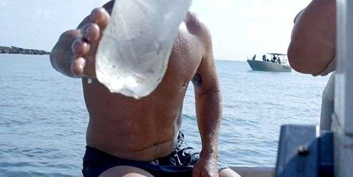 Знімальна група каналу Animal Planet врятувала людину з безлюдного острова (5 фото)
