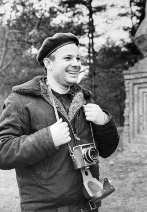Рідкісні фото Юрія Гагаріна в День космонавтики (18 фото)