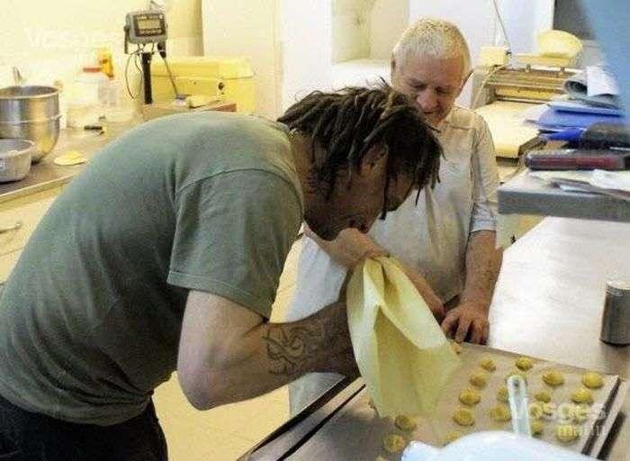 У Франції чоловік продав свою пекарню бездомному за 1 євро (11 фото)