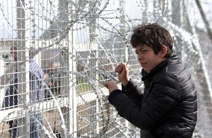 Македонія оградилась від Греції 30-кілометровим подвійним парканом (25 фото)