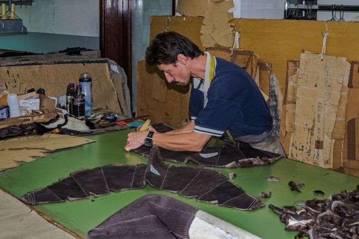 Виробництво грецьких шуб (9 фото)