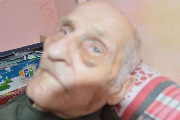 ІВ лікарні Свердловської області побили 92-річного ветерана ВВВ (2 фото)