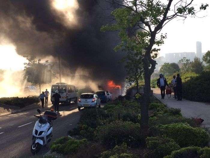 В Єрусалимі вибухнув автобус (6 фото + відео)