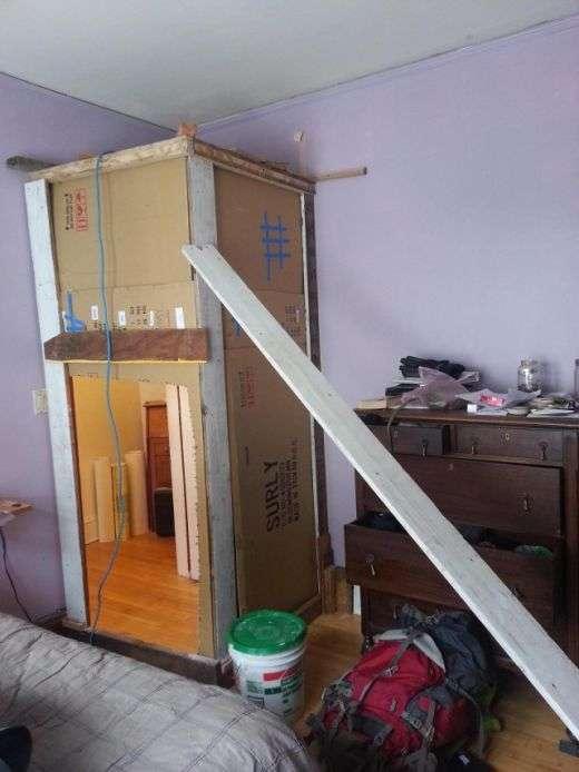 Хлопці пожартували над одним, перетворивши його кімнату в комору (3 фото)