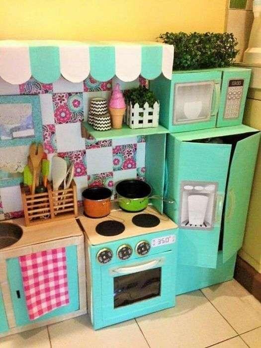 Картонна кухня для дитини (9 фото)