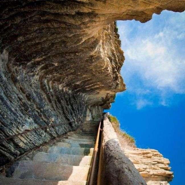 Сходи короля Арагону на Корсиці (10 фото)