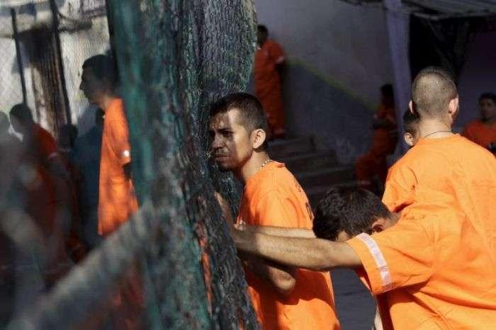 Прогулянка по мексиканської вязниці суворого режиму (24 фото)