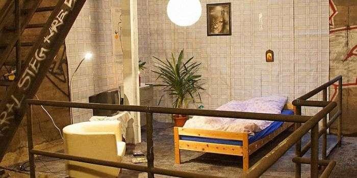 У берлінському метро виявлена облаштована спальня (3 фото)