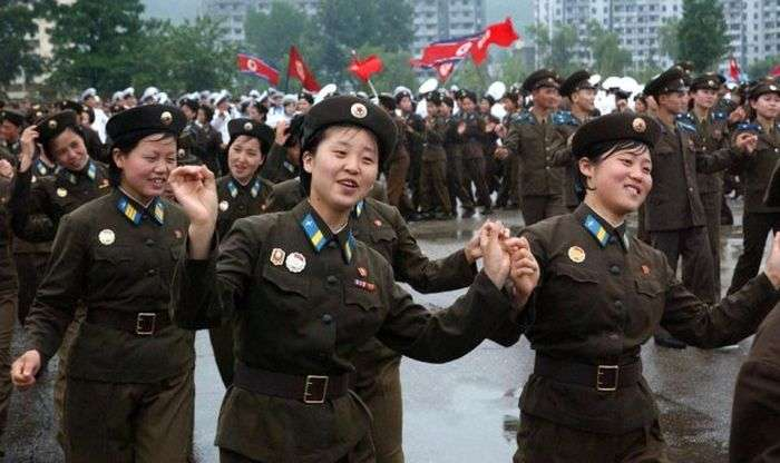Втікачка з КНДР дівчина розповіла про порядки в армії цієї країни (6 фото)
