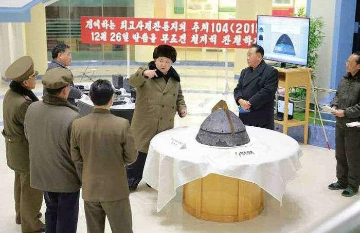 Кім Чен Ин приймає випробування за ступенем захисту боєголовки (6 фото)