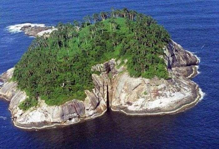 Моторошні історії пяти безлюдних островів (10 фото)