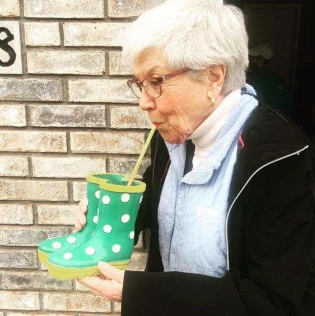 В США любителі крижаного напою наповнювали їм тазики і навіть унітази (25 фото)