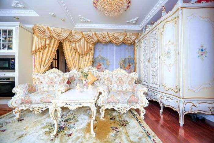 Розкішний палац всередині однокімнатної квартири (13 фото)