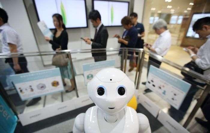 В Японії мовця робота-гуманоїда прийняли в школу (5 фото + відео)