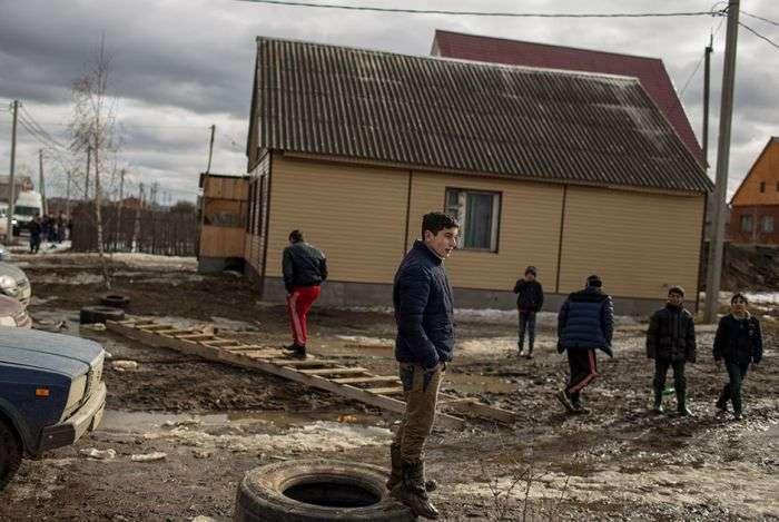 Чим незадоволені жителі циганського району в селищі Плеханово (30 фото)