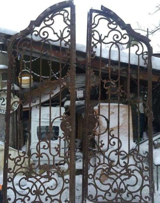 Зниклі ворота петергофській імператорської дачі знайшлися на сайті оголошень (8 фото)