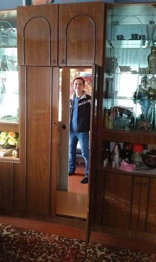 Таємна кімната в шафі (2 фото)