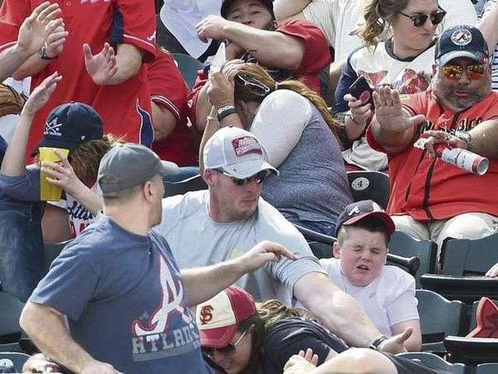 Американець, який захистив сина від удару битою, став інтернет-знаменитістю (7 фото)