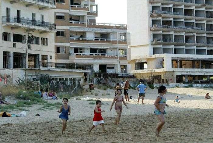 Вароша - колись процвітаючий грецький курорт, який став містом-привидом (15 фото)