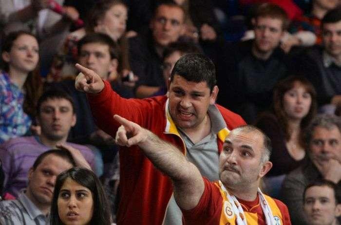 Неспортивну поведінку турецьких уболівальників на матчі «Динамо» - «Галатасарай» (3 фото + відео)