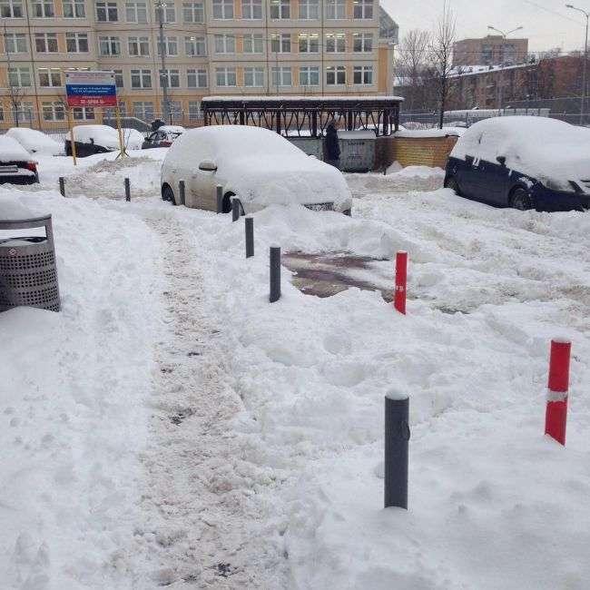 Сильний снігопад частково паралізував рух у Москві (13 фото)