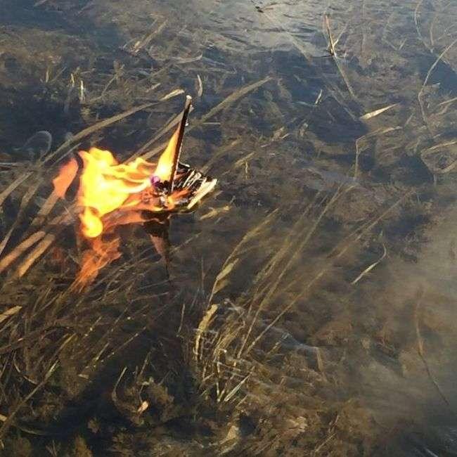 Канадська сімя влаштувала викингские похорон рибці (7 фото)