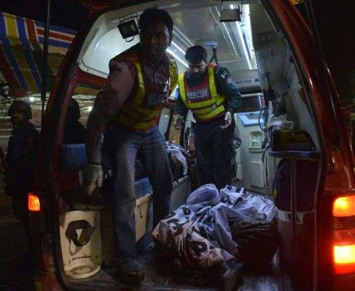 Більше 70 людей загинули в результаті теракту в Пакистані (5 фото)