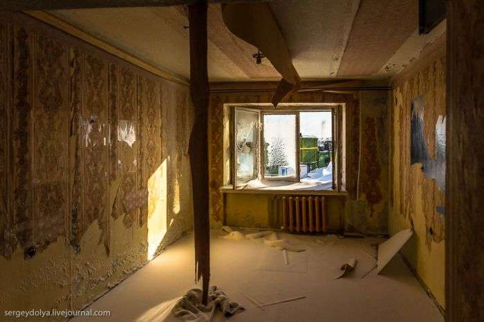 Занедбані будинки селища Тіксі (17 фото)