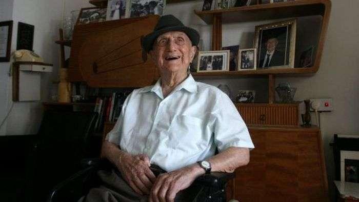 112-річний Ісраель Крістал визнаний найстарішим чоловіком планети (3 фото)