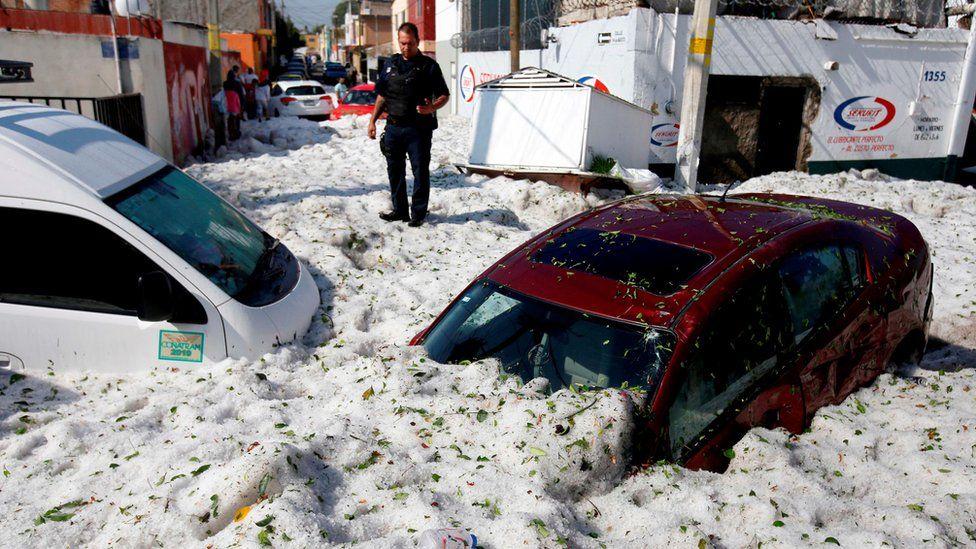 В Мексике после 30-градусной жары город завалило 2-метровым слоем снега заграница,мир