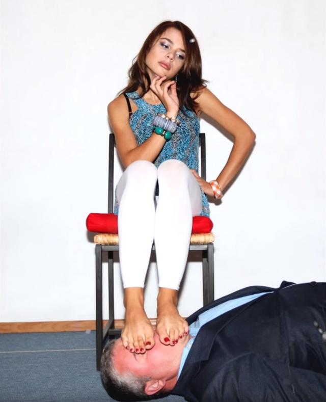 В сеть попали фетиш-снимки Маши Вэй, которая «сидела на лице». Знаменитости