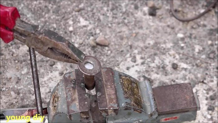 Собираем стамеску с электроприводом из дрели Самоделки