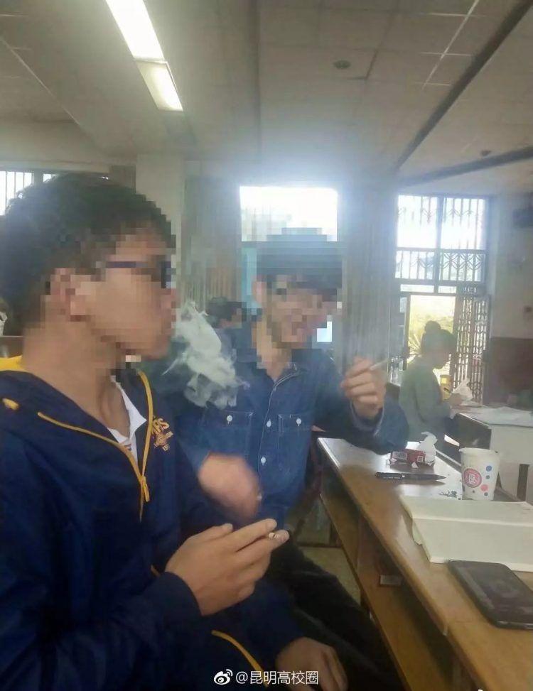Студентам вуза разрешили курить на лекции, чтобы лучше понять предмет Всячина