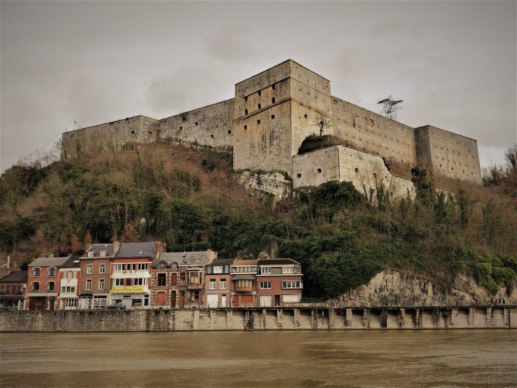 Две фашистские крепости и комиссар Мегре