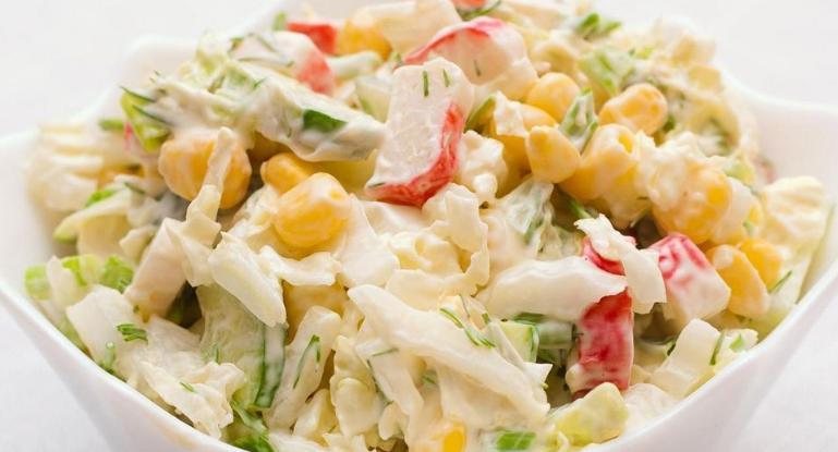 Крабовый салат: ингредиенты, варианты рецептов кулинария