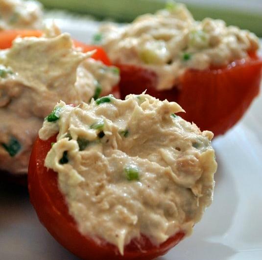 Сырный салат с яйцом и чесноком: рецепт приготовления и украшение Кулинария