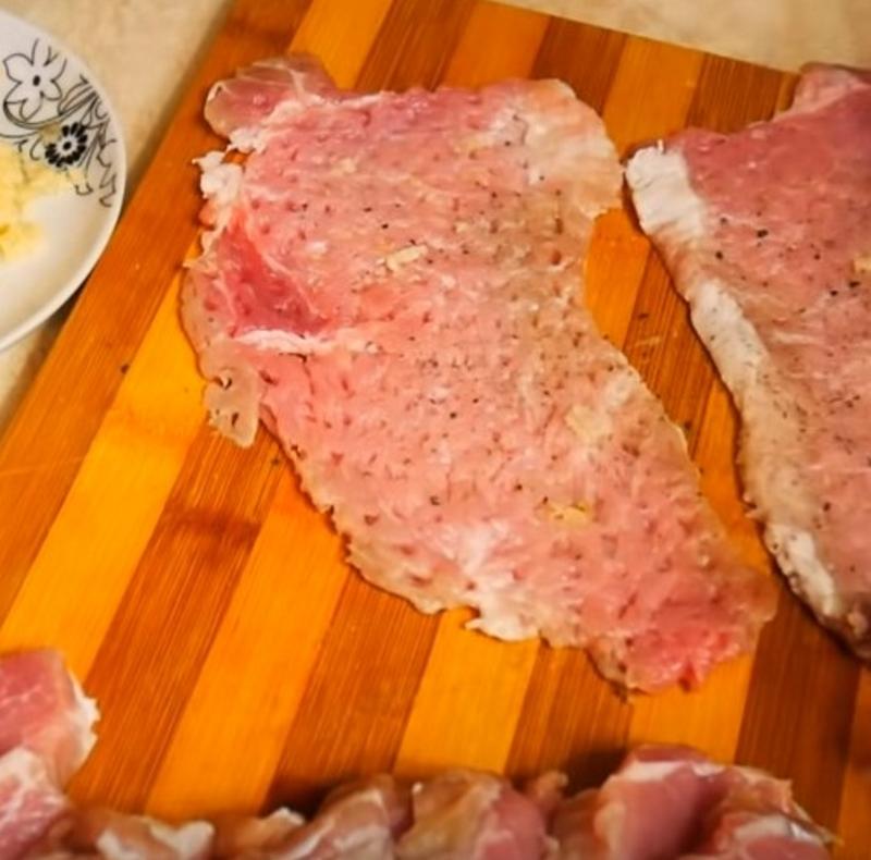 Как приготовить рулетики из свинины с грибной начинкой кулинария