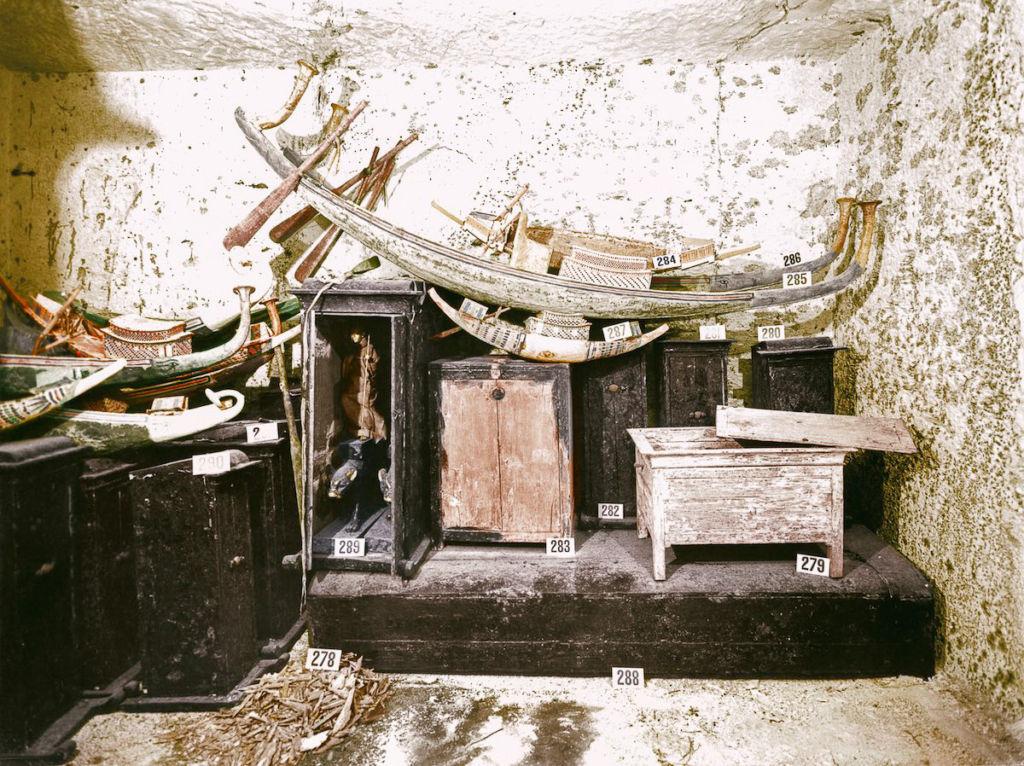 История обнаружения гробницы Тутанхамона в «цветных» археология