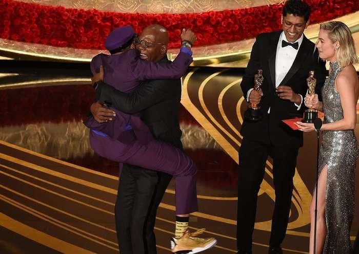 15самых нелепых ситуаций, которые произошли вовремя церемонии вручения премии «Оскар» Интересное