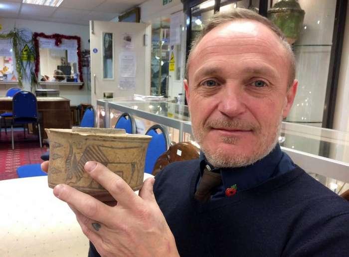 4000-летняя ваза служила подставкой для зубных щеток Интересное